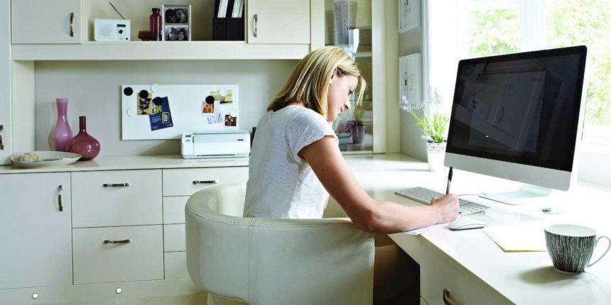 Las ayudas al teletrabajo y la digitalización van en la buena dirección, aunque se quedan cortas, según la CREEX