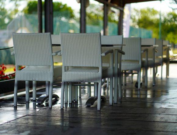 CREEX reclama que se amplíen los horarios y aforos de la hostelería, así como el número de clientes por mesa, y vuelve a criticar que se mantenga el cierre perimetral