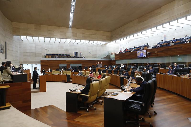 Debate de Política General: CREEX destaca las medidas fiscales y de simplificación administrativa y los retos planteados por Fernández Vara